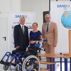 Vice-president Dr. Michael Strugl congratulates the team of SANO on its successful history of export