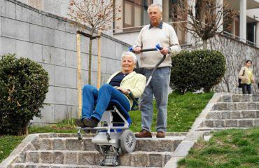 Presentación del LIFTKAR PT, sube-escaleras eléctrico móvil para PERSONAS en ferias internacionales especializadas en rehabilitación