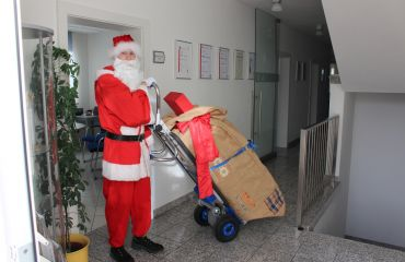 Oh, mira, viene Santa.
