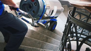 Liftkar SAL Fold sube-escaleras eléctrico con bombonas de oxígeno en escaleras de caracol
