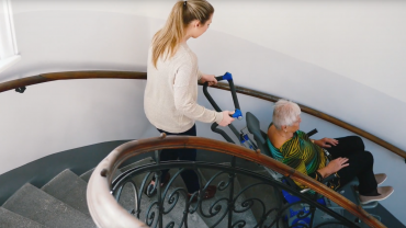 Liftkar PT S sube-escaleras eléctrico en escaleras de caracol